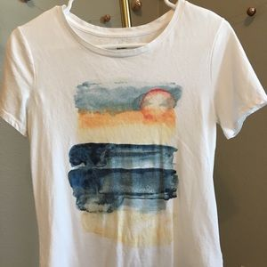 OLD NAVY RELAXED T SHIRT WITH ABSTRACT ART